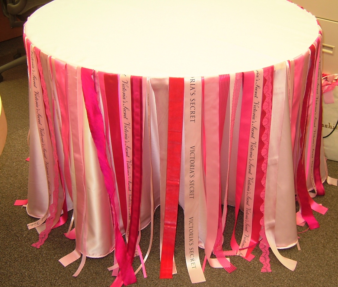 Round Topper With Ribbon Strands Tablecloth