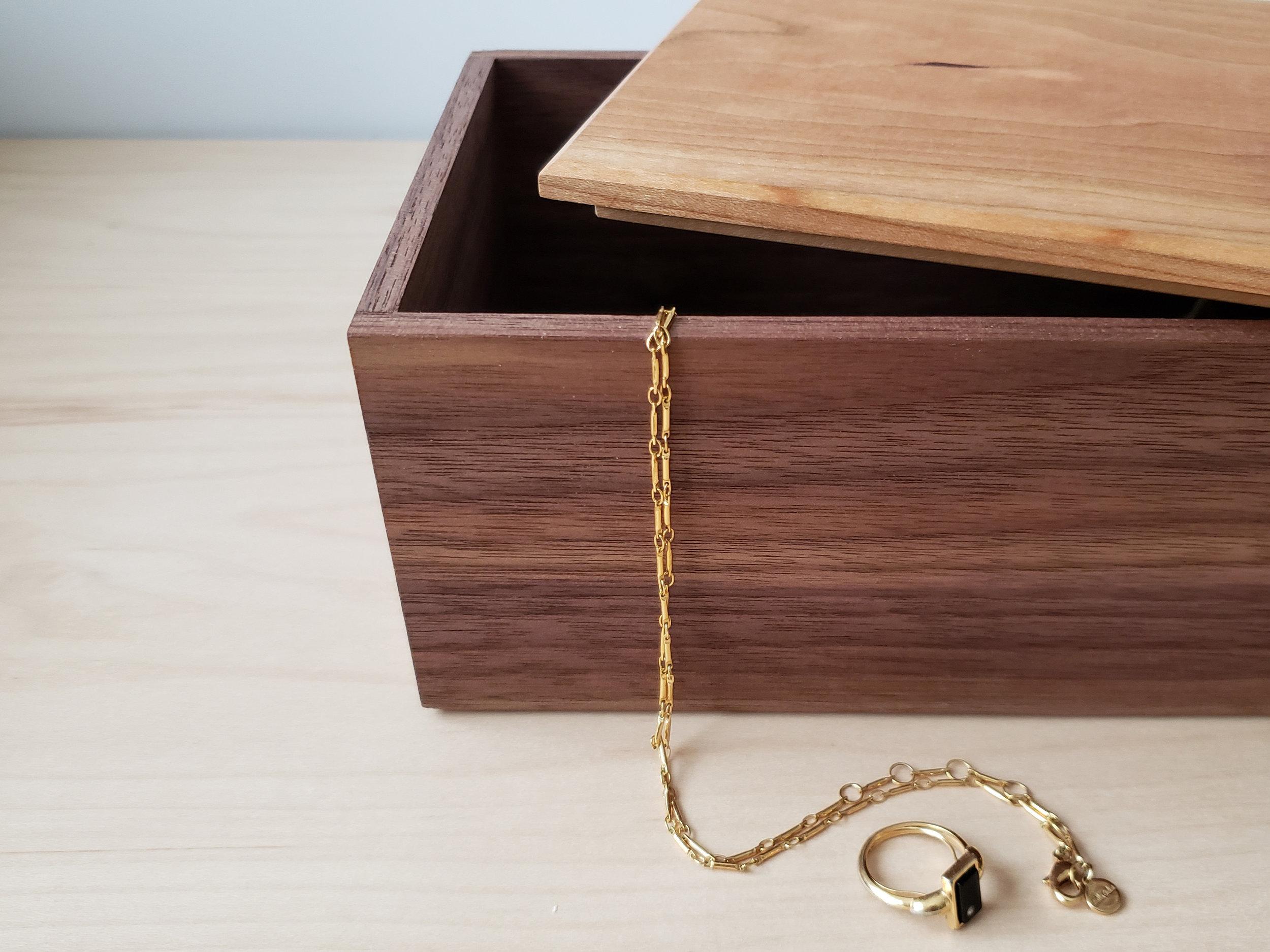 SUMMIT JEWELRY BOX -