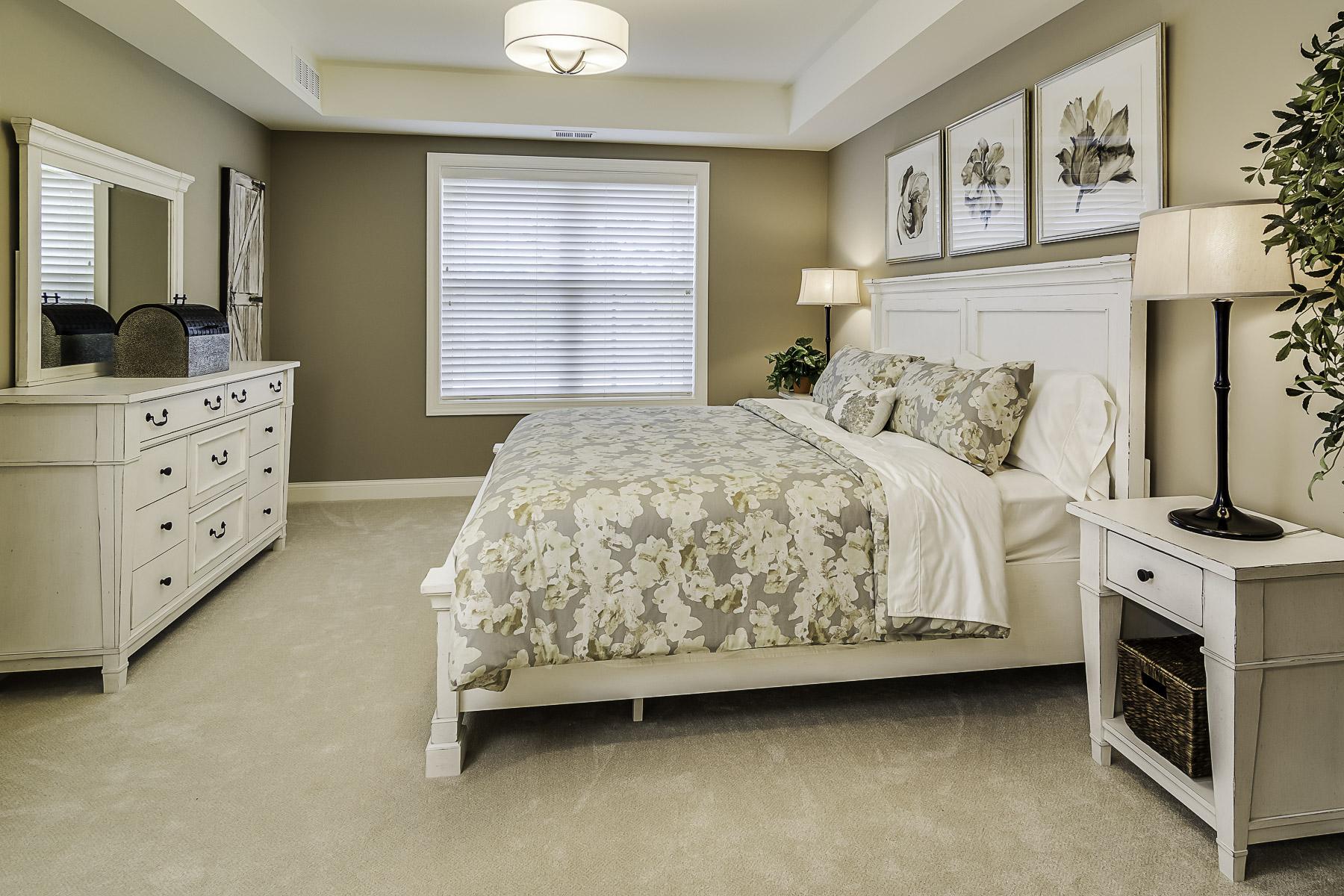 13 Master Bedroom.jpg