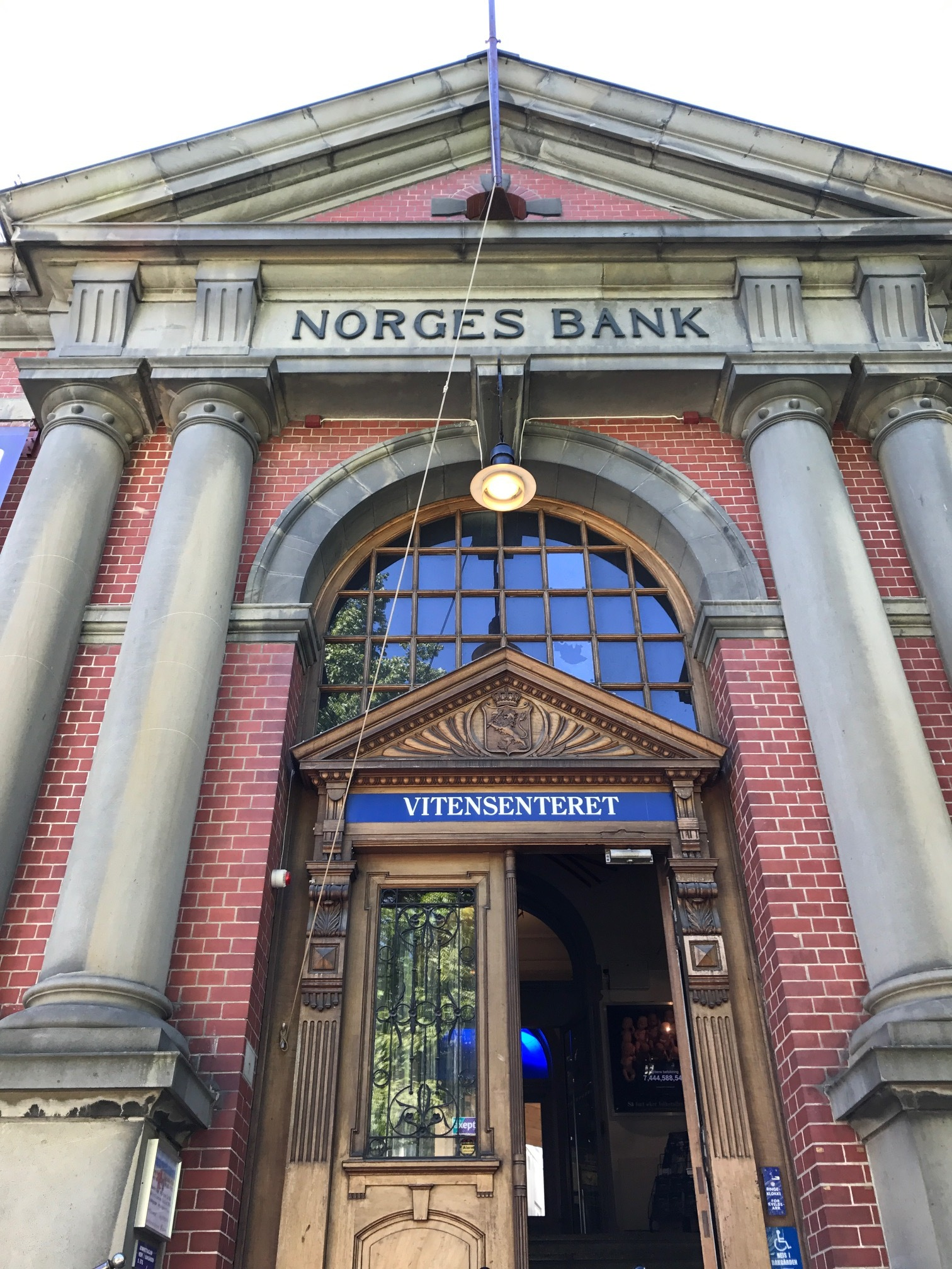 The building still says Norges Bank - although now it is the Vitensenteret- the Trondheim Science Museum