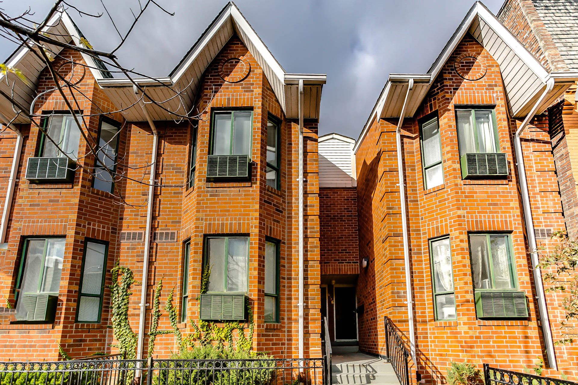 656 Wellington St. W. Unit C - SOLD