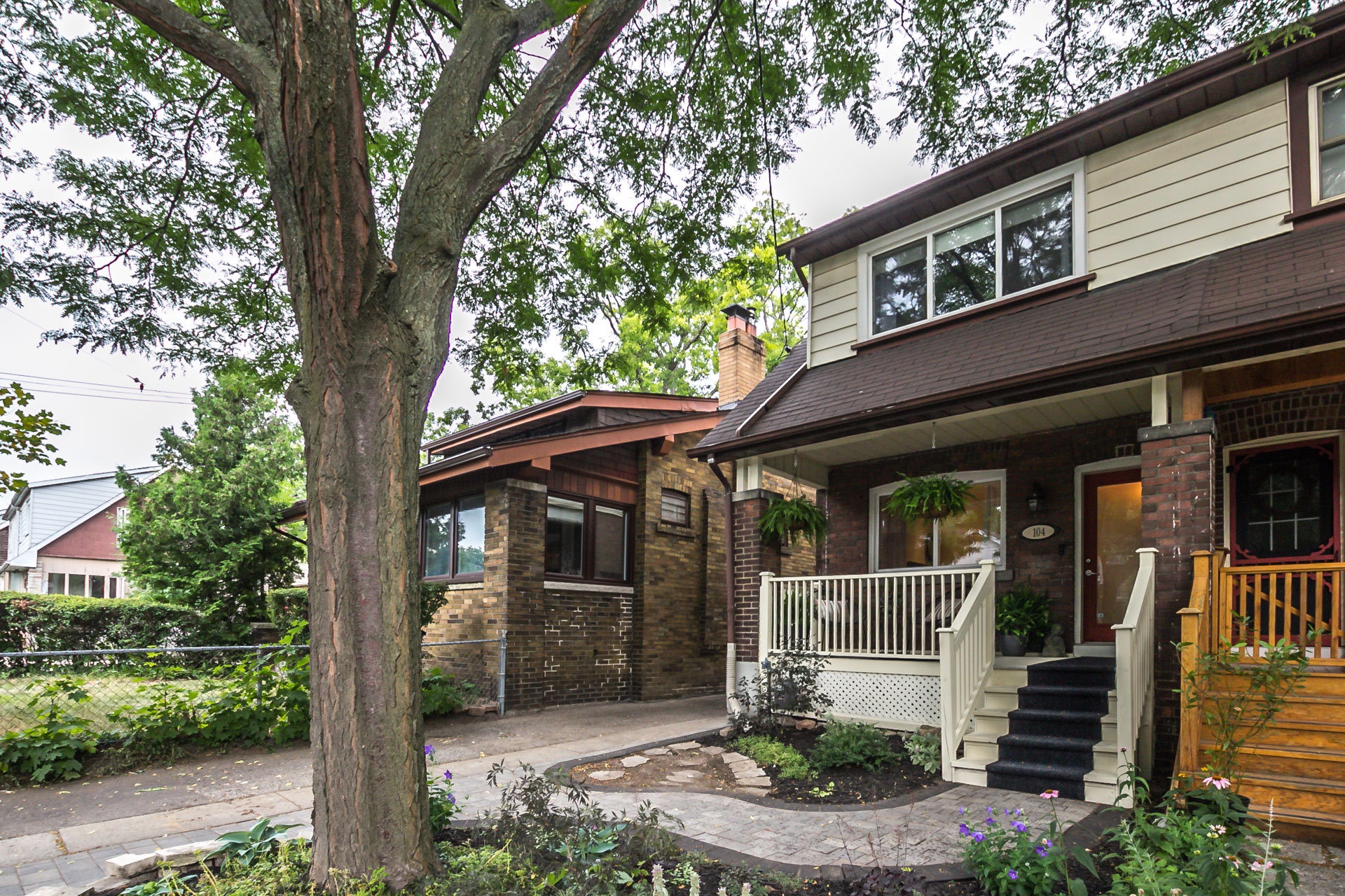 104 Oakcrest Avenue - SOLD