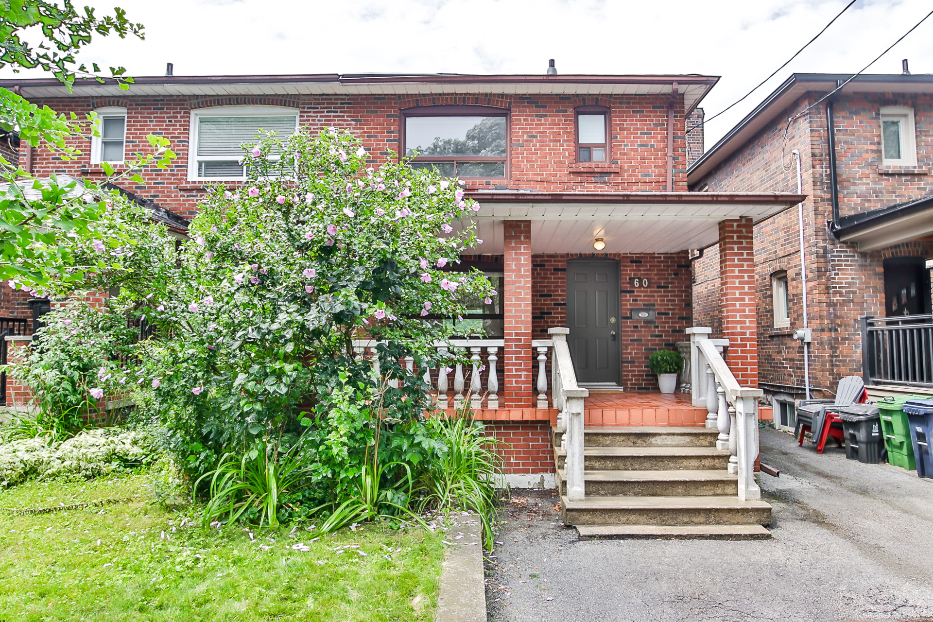 60 Roseneath Gardens - $3,150 per month