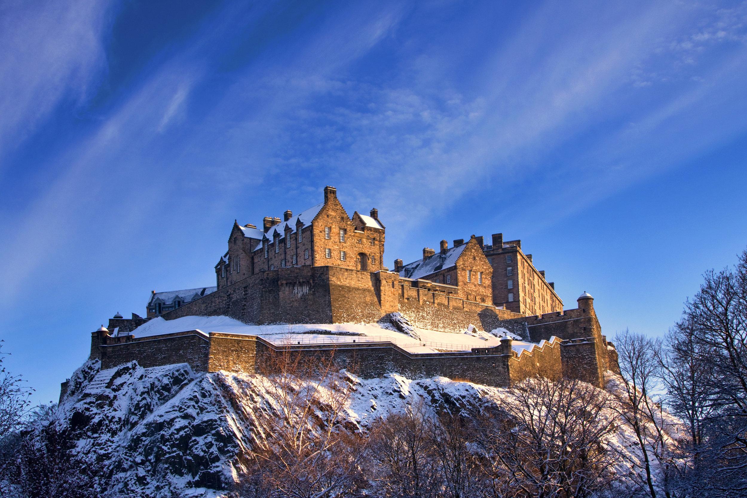 skottland_bigstock-Edinburgh-Castle-In-Winter-Sun-21605783.jpg