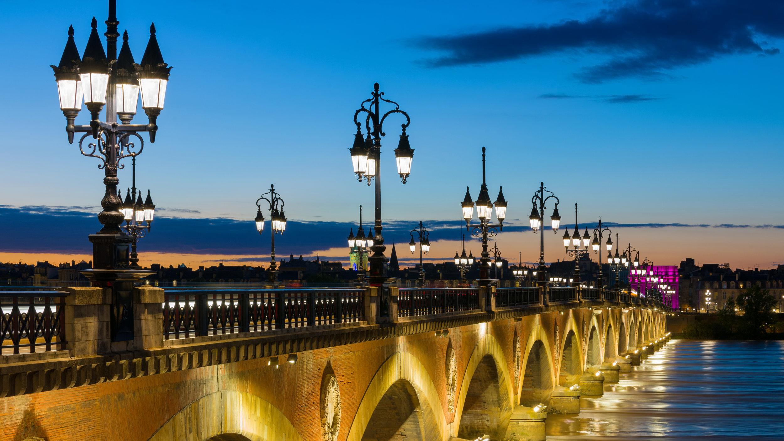 bigstock-Summer-Night-In-Bordeaux-56309423_flip.jpg