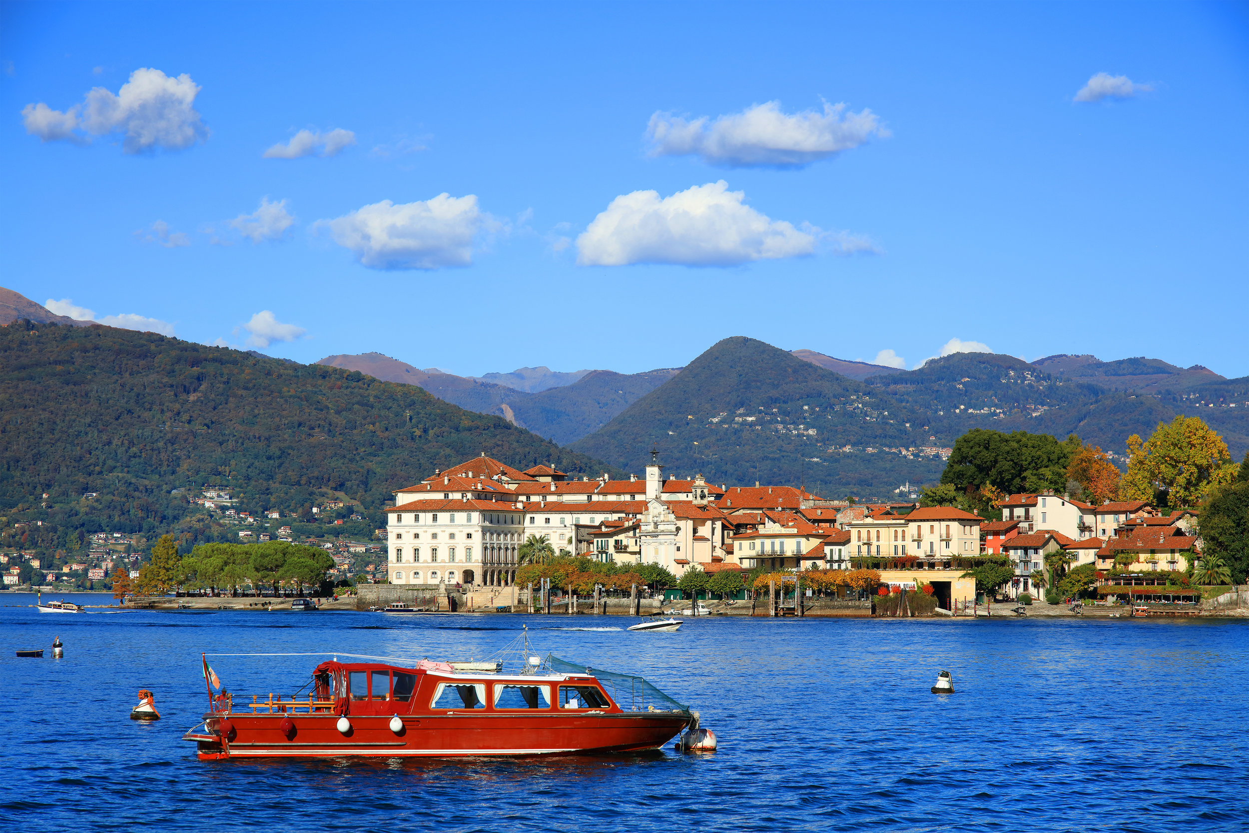 italy_piedmont_bigstock-Scenic-view-of-the-Isola-Bella-156903740.jpg
