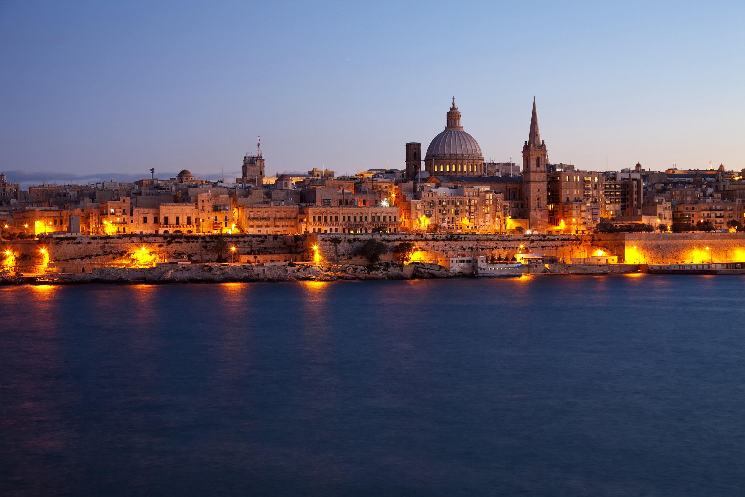 malta_valletta_bigstock-Old-Valletta-In-Dusk-13048004.jpg