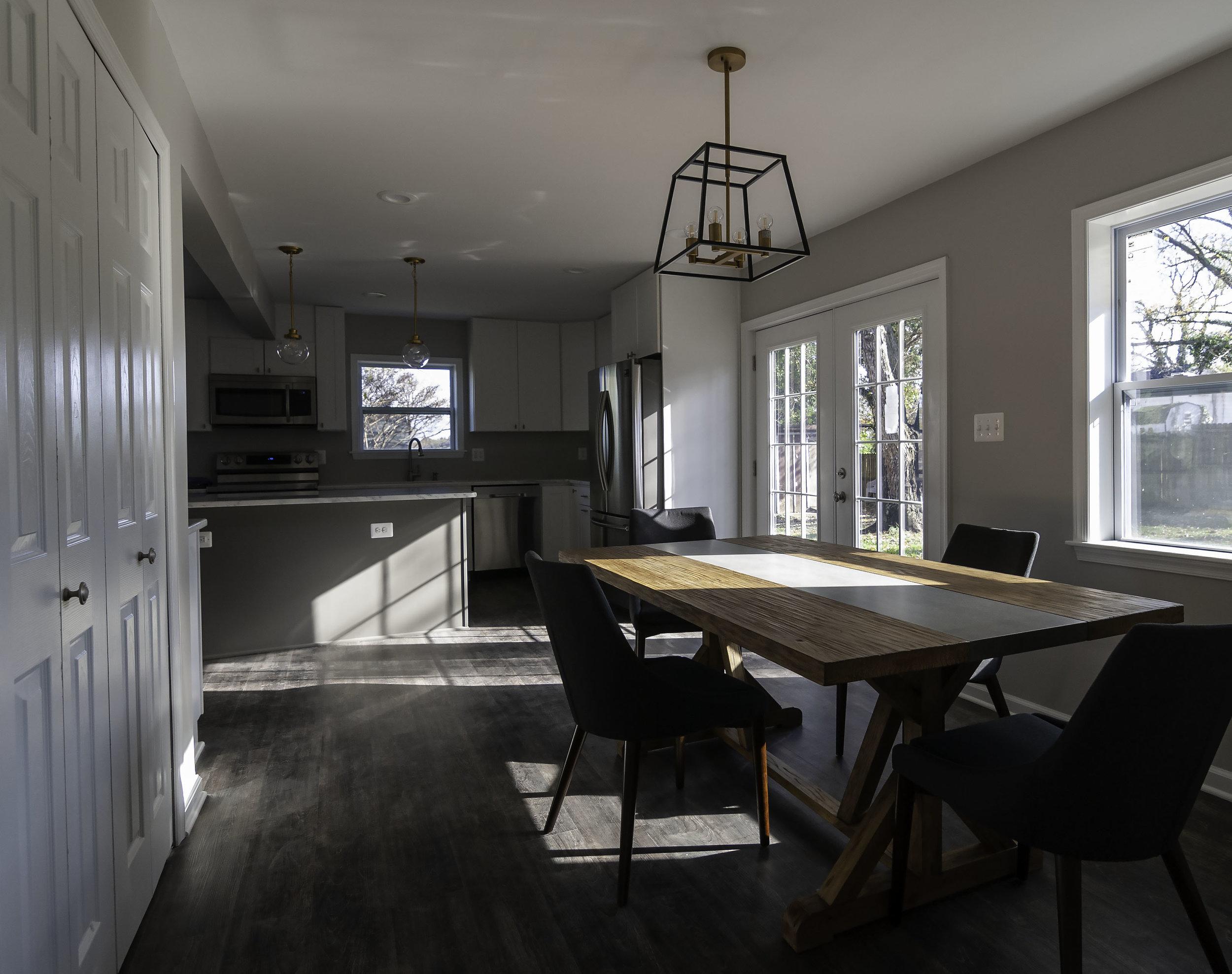 2913 Main kitchen table.jpg