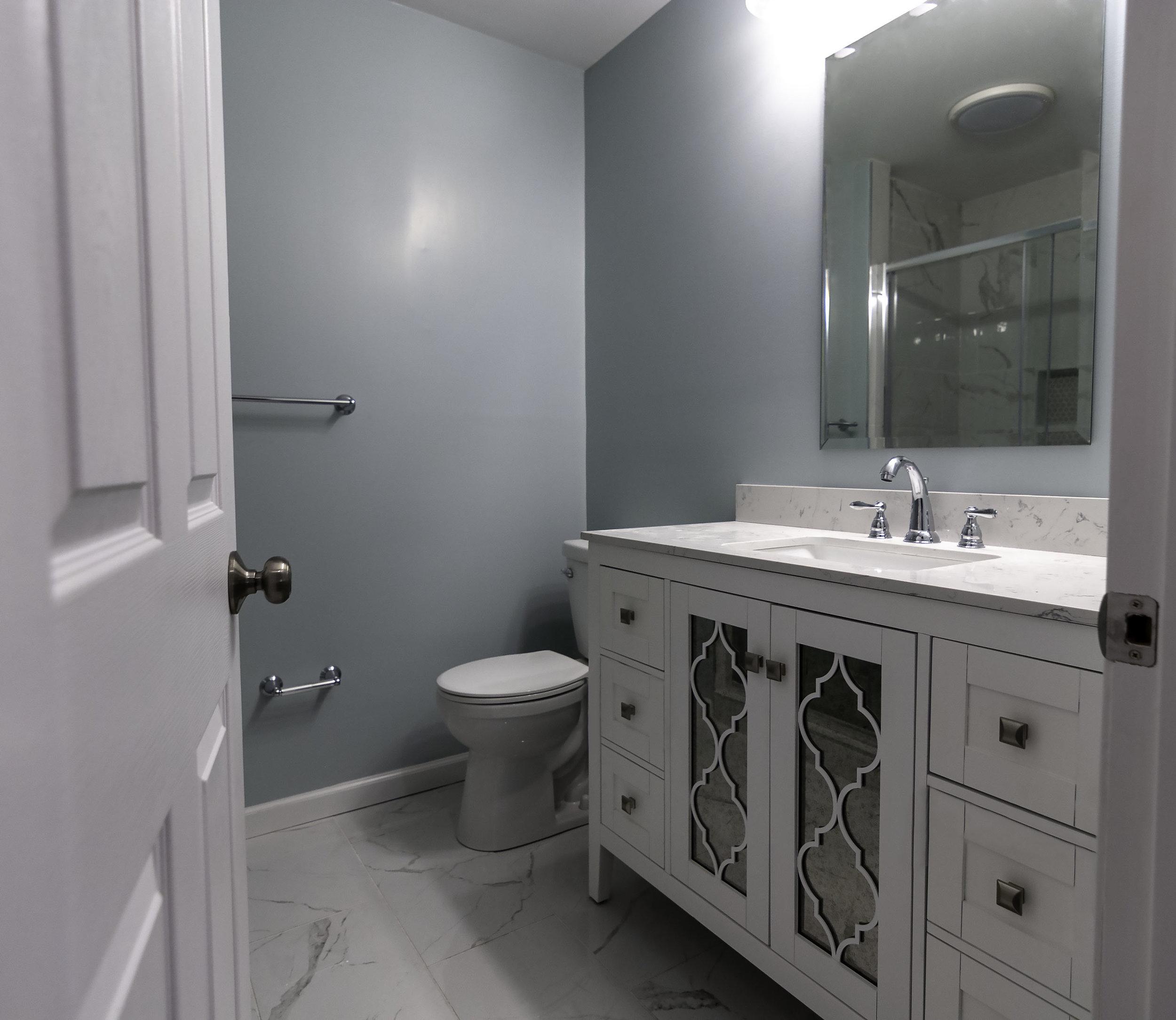2913 Main master bath 3.jpg