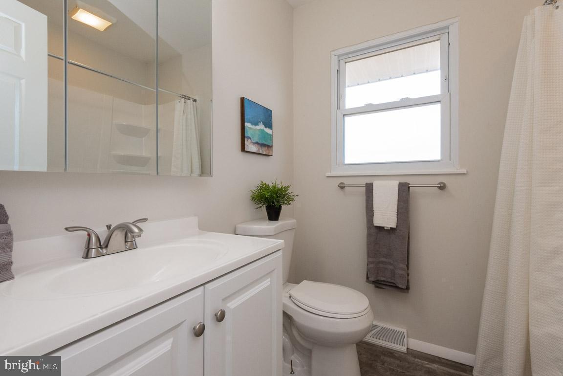 1315 McKinley bathroom 2.jpg