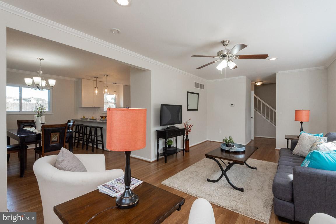 1315 McKinley living room 2.jpg