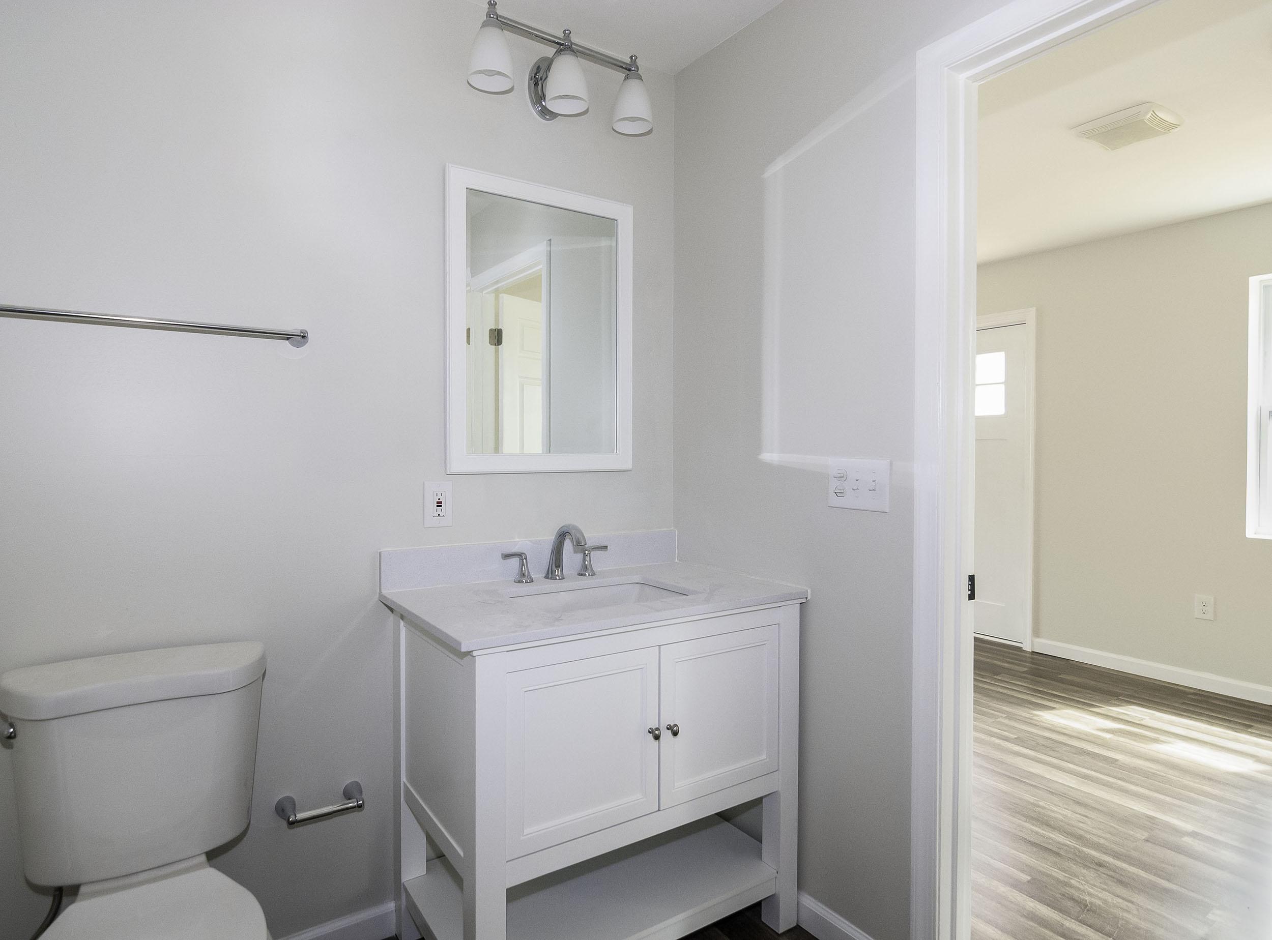 Londontown Bathroom 1 resize.jpg