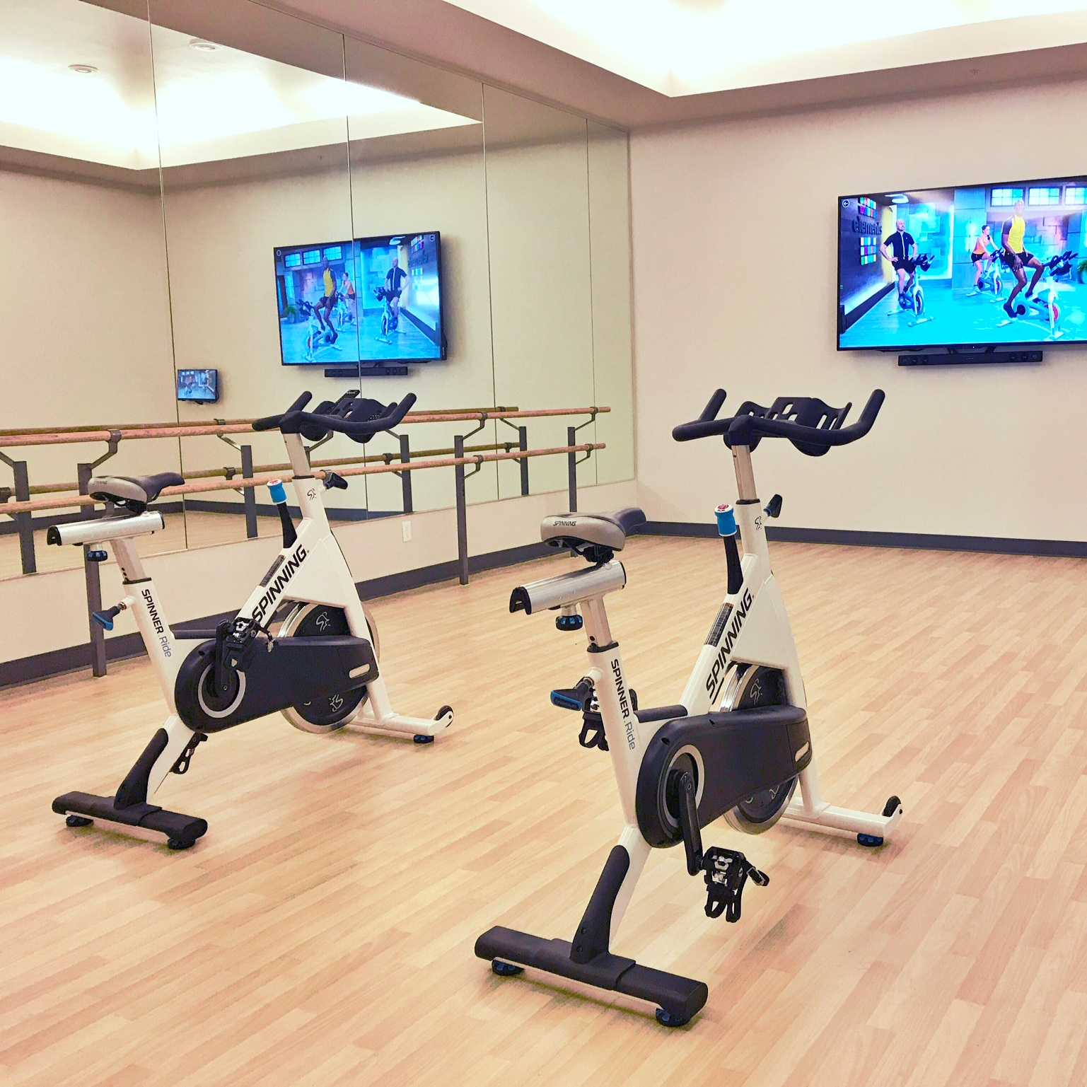 ORCHARD CROSSING APARTMENTS - We designed the Orchard Crossing fitness center for the way residents are working out today. Interactive cardio, on-demand fitness classes and more.