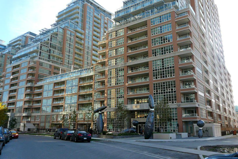 - Real EstateKing West Village has experienced a significant boom in condominiums over the recent past, offering residents and buyers plenty of units to chose from within an affordable price range. In fact, this particular neighbourhood of Toronto offers one of the best selections of condos in the entire city.Residents can choose to dwell in various types of condominium complexes, including high rises, low rises, and two-story townhome condos. King West Village offers plenty of brand new buildings, as well as old industrial buildings that have been tastefully revamped into trendy lofts that offer a mix of both modern and authentic features, such as exposed brick and concrete flooring. Some of these buildings date back as far as the 1880s.