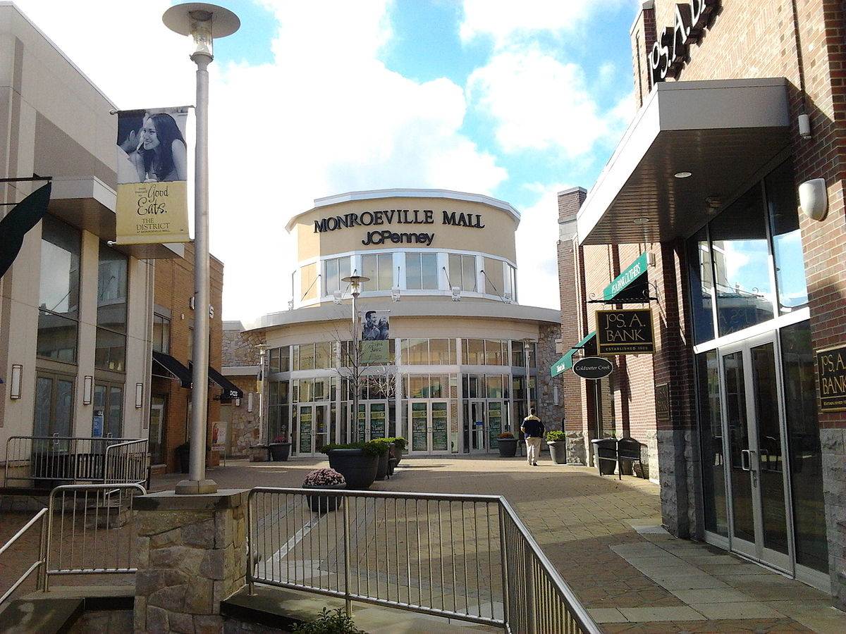 1200px-MonroevilleMallEntrance-PittsburghPA.jpg