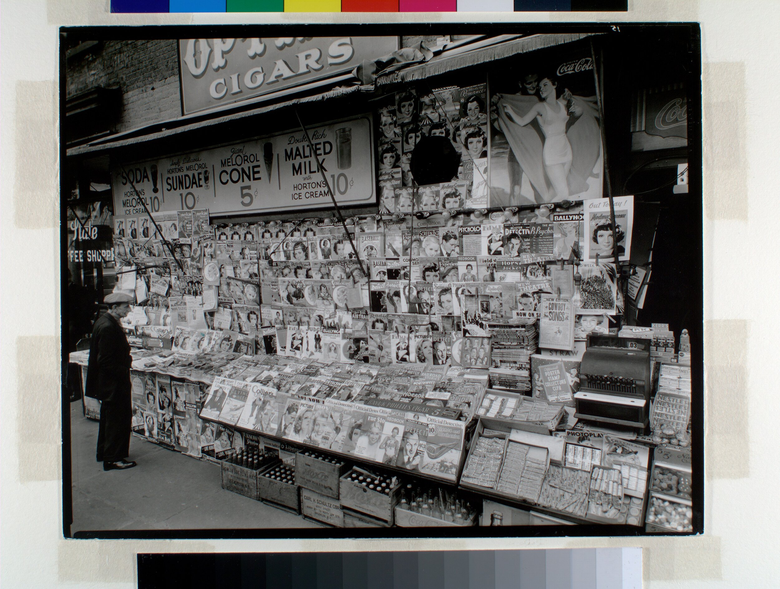 NEWS-STANDS IN THE 1930S