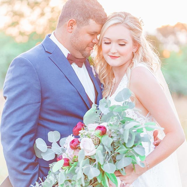 #goldenhourwedding photos with the bride and groom is a must!!! I was the second shooter for this stunning wedding day with @chelseavaughnphoto ! Chelsea is the best and you can see even more amazing photos from this perfect day on her blog.  #alabamabride #alabamabrides #alabamagroom #southernbride #southernbrideandgroom #ruffledblog #stylemepretty #stylemeprettyweddings #bridalbouquets #southernwedding #southernweddingphotographer #100layercake #weddingchics #marthastewartweddings #bluegroomsuit #somethingblue #junebugweddings #greenweddingshoes #theknotalabama #theknotbouquet #weddingwire #sunsetwedding #happilyeverafter