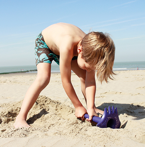BeachRentalsStAugustineDrifters_quut_triplet digging.jpg