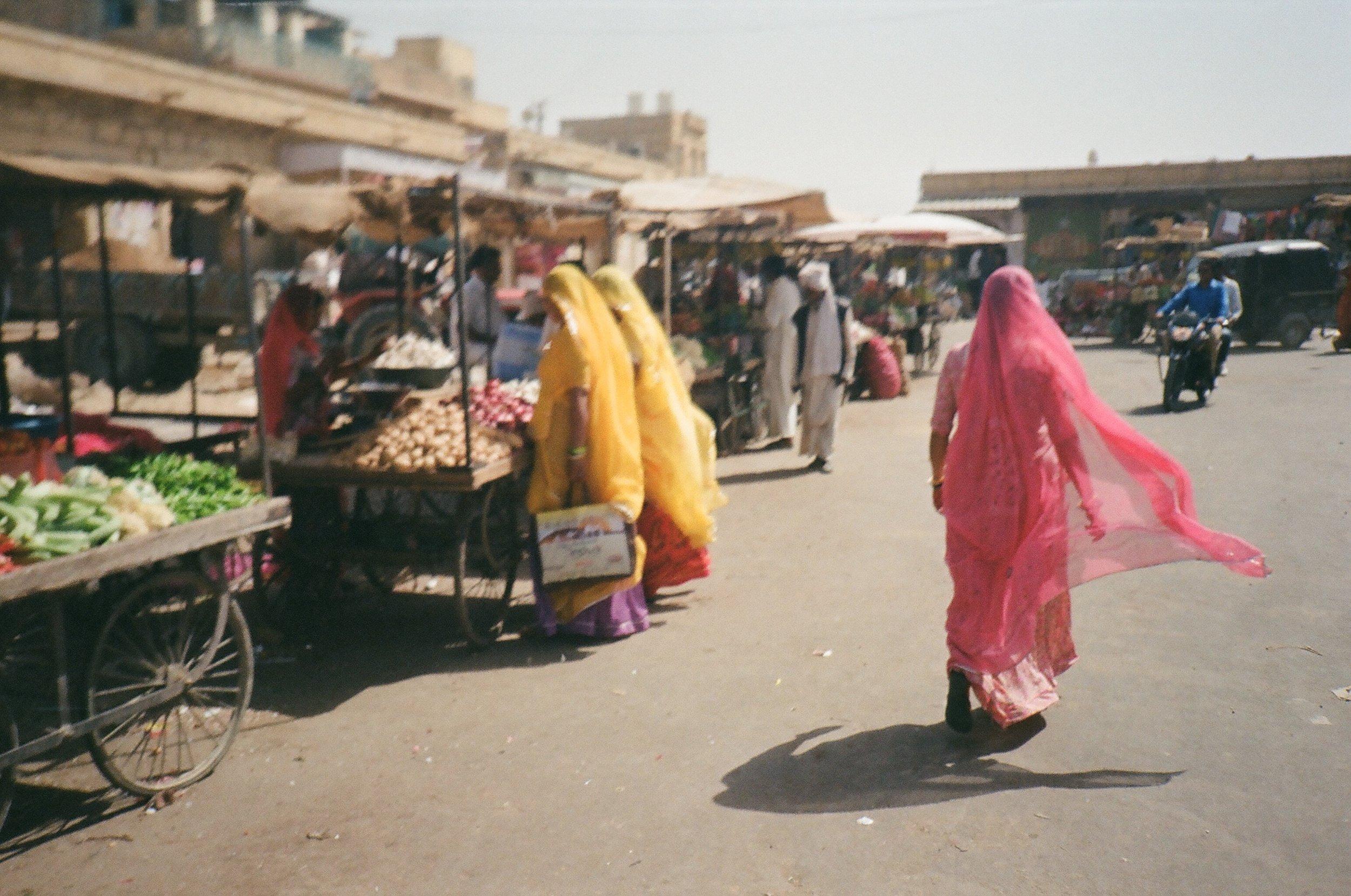Market_jaisalmer_india_eagertourist.jpg