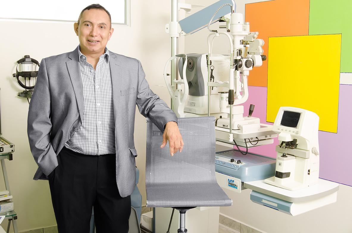 ivansolorzano oftalmologo el salvador (2).jpg
