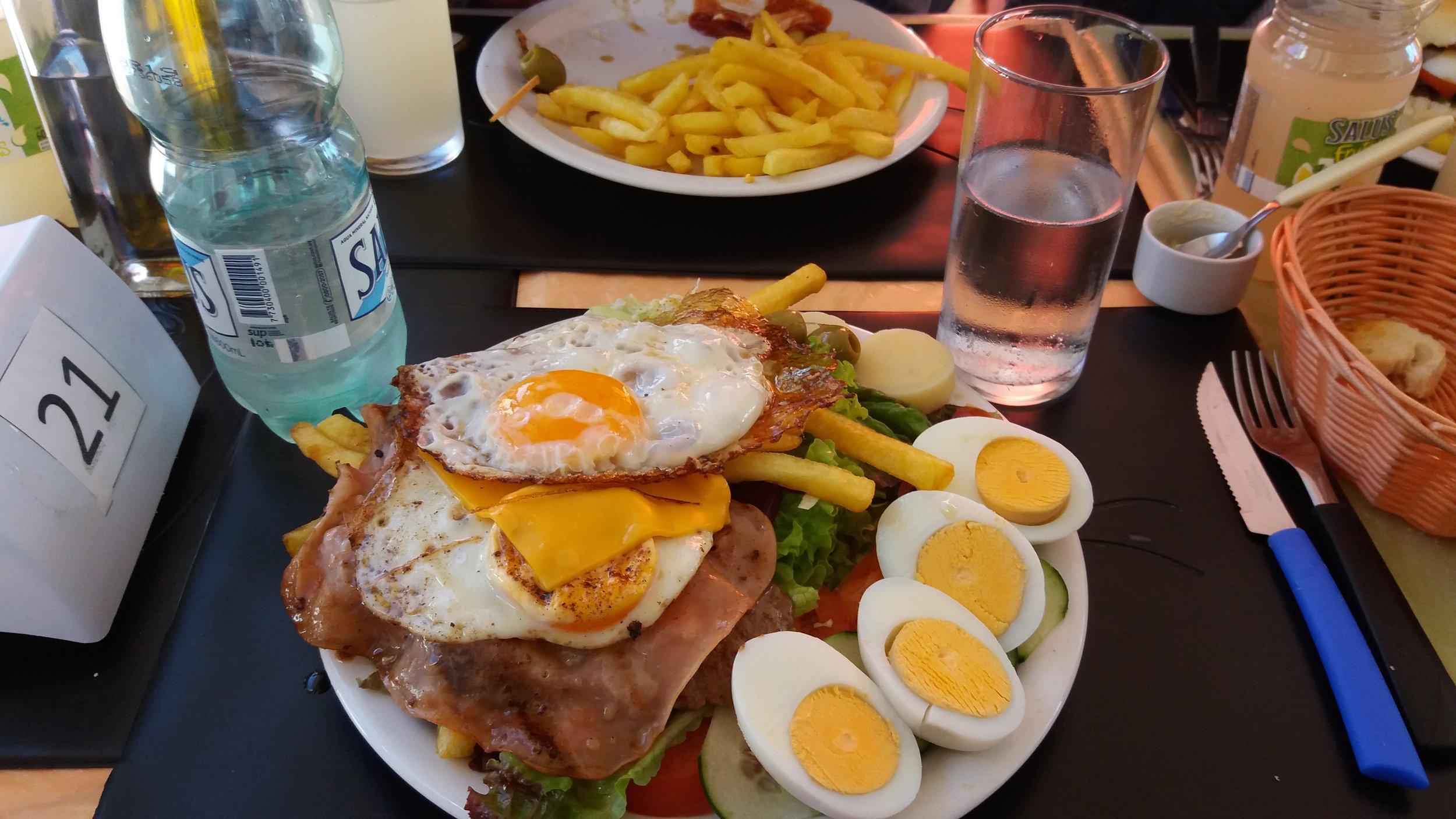 Chivito al plato en Punta del Este