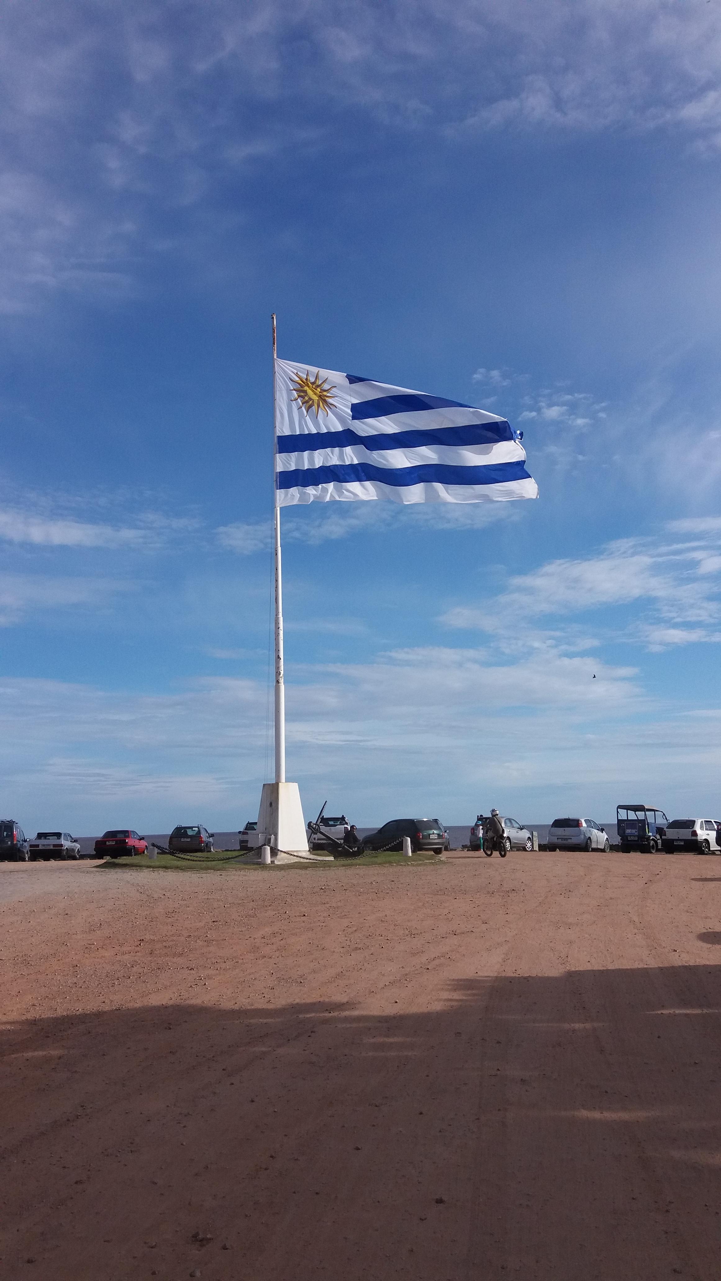 Bandera de Uruguay en Colonia.
