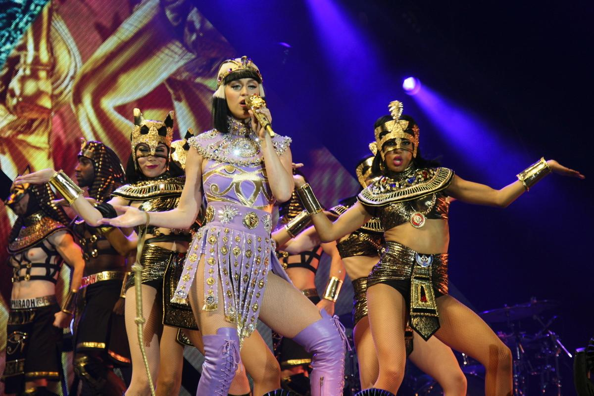 katy-perry-kicks-prismatic-tour-belfast copy.jpg