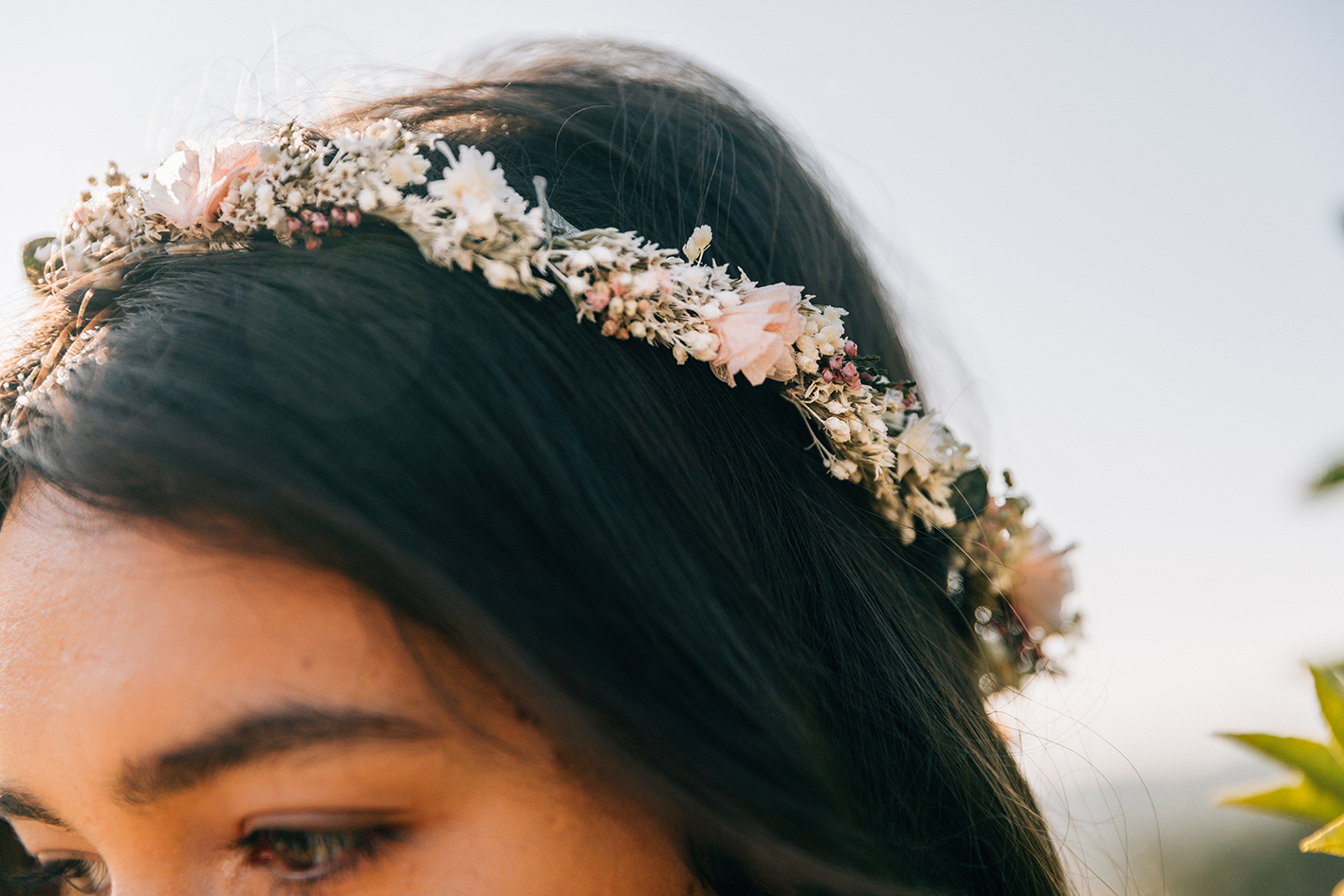 Subtle and delicate, the Jeanne Crown will compliment your hairstyle with delicate pastel accents and small leaves. This crown is perfect with a wavy and can be worn all summer with a crisp cotton dress. Preserved flowers (baby breath, tatarica, eucalyptus, heather and hydrangeas)