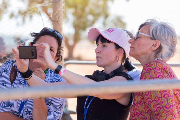 Photo:  Jordin Steele (middle) will develop an exhibition of rural women's stories to be shown at WOW in Brisbane in April, 2018. (Supplied: Louise Gronold)