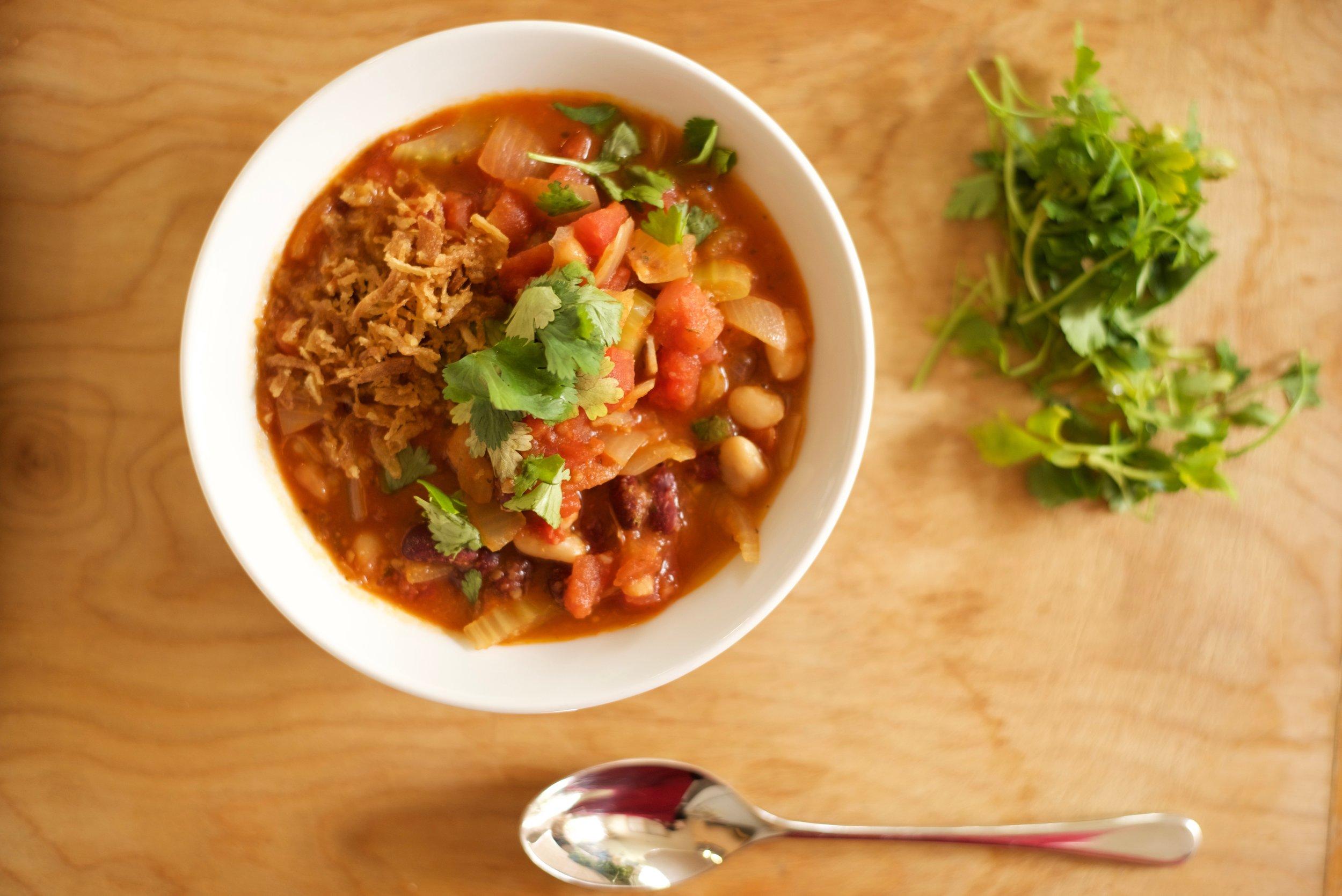 Quick-Easy-Comfort-Food-Vegan-Chili_DSC_0361.jpg