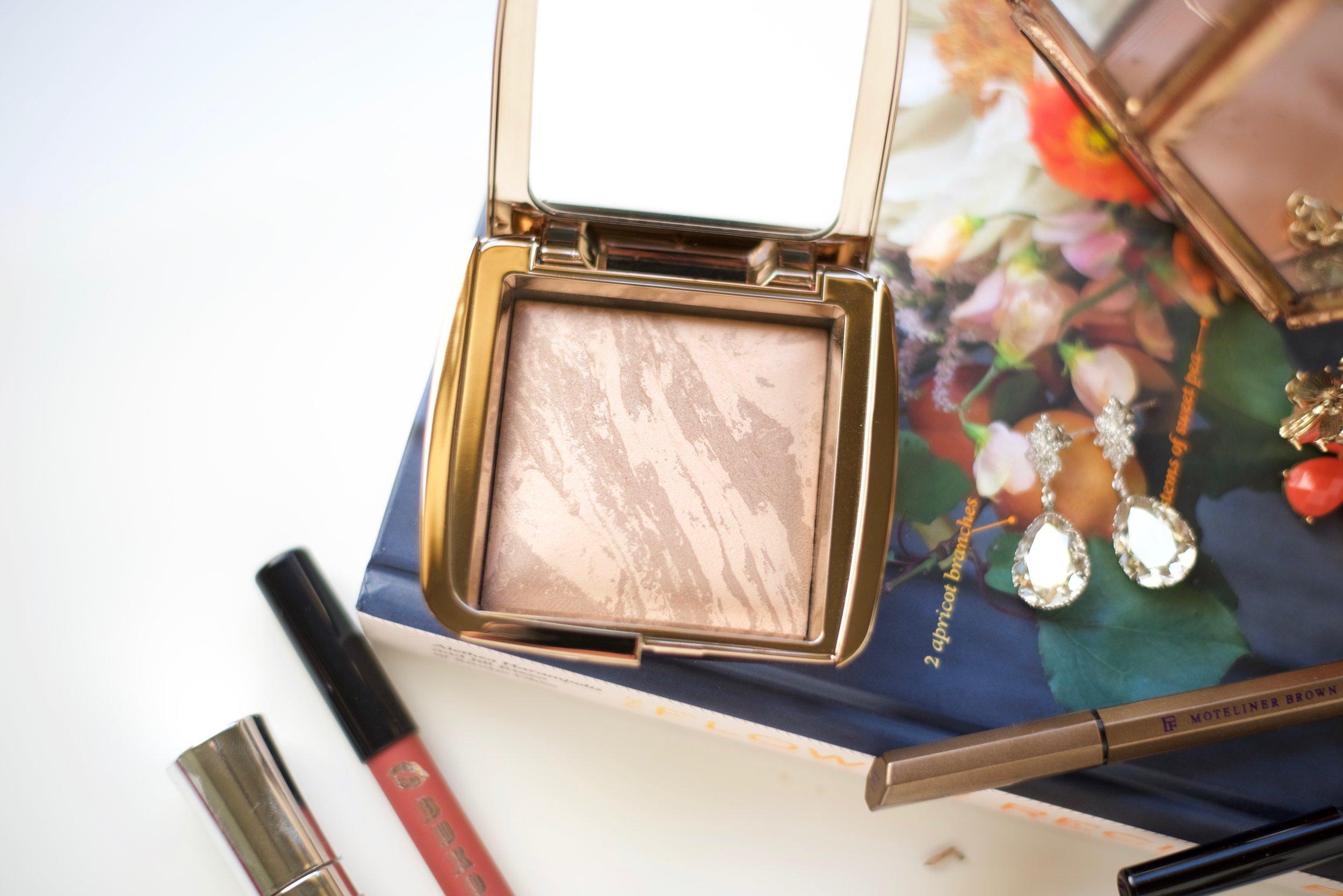 Hourglass Ambient Lighting Bronzer  - in Nude Bronze Light