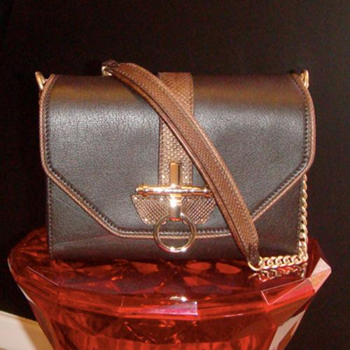11.11.14-Givenchy-Glamour-BlogPost_500(W)x500(H)px_04.jpg
