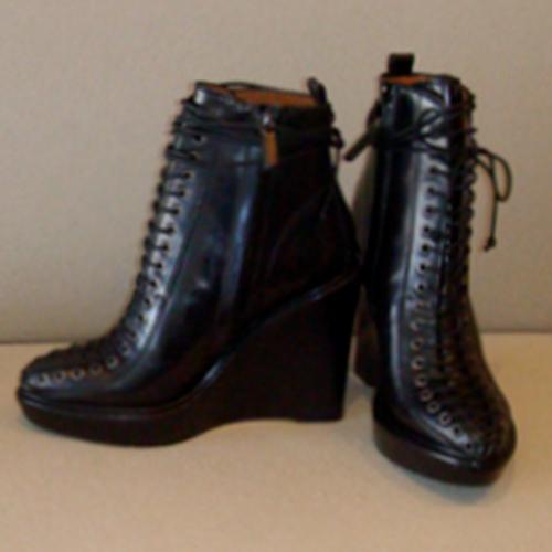 11.11.14-Givenchy-Glamour-BlogPost_500(W)x500(H)px_06.jpg