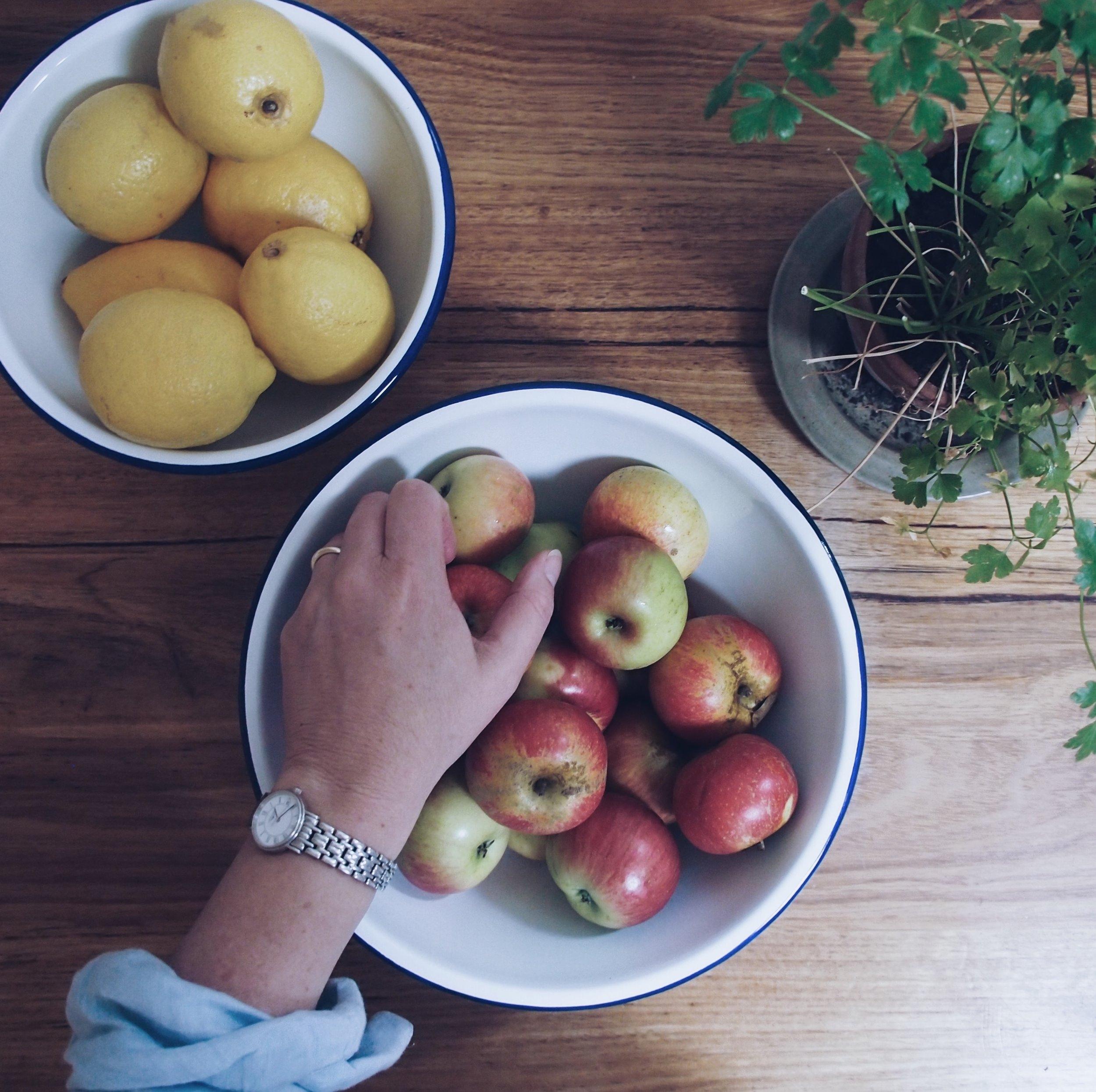 hygge-apples.jpg