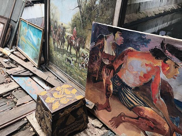 Hunting for old paintings and vintage ornaments in an antique market that stretches along Jalan Surabaya. ⠀ ⠀ #slowfashion #ethicalfashion #fashion #traditional #culture #travel #culturaldiversity⠀