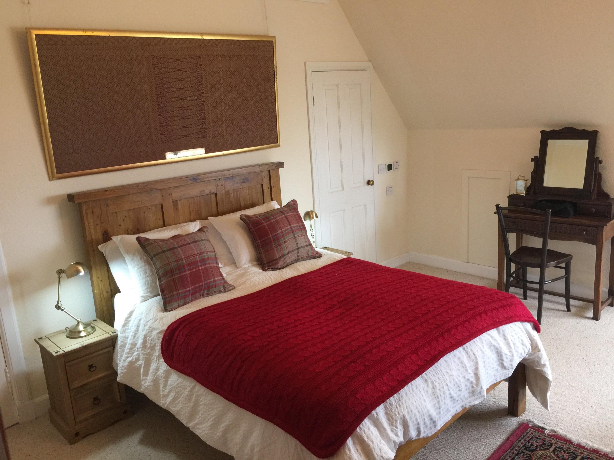 Double bedroom with sea view and en suite bathroom
