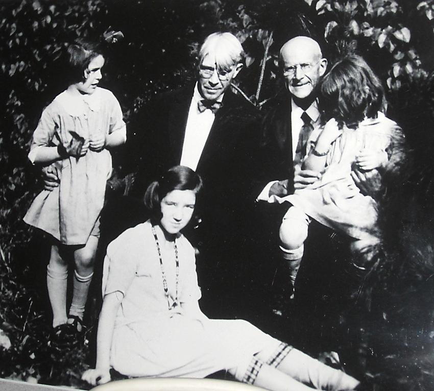 Eugene Debs visiting Carl Sandburg and children in Elmhurst. Image Carl Sandburg State Historic Site.