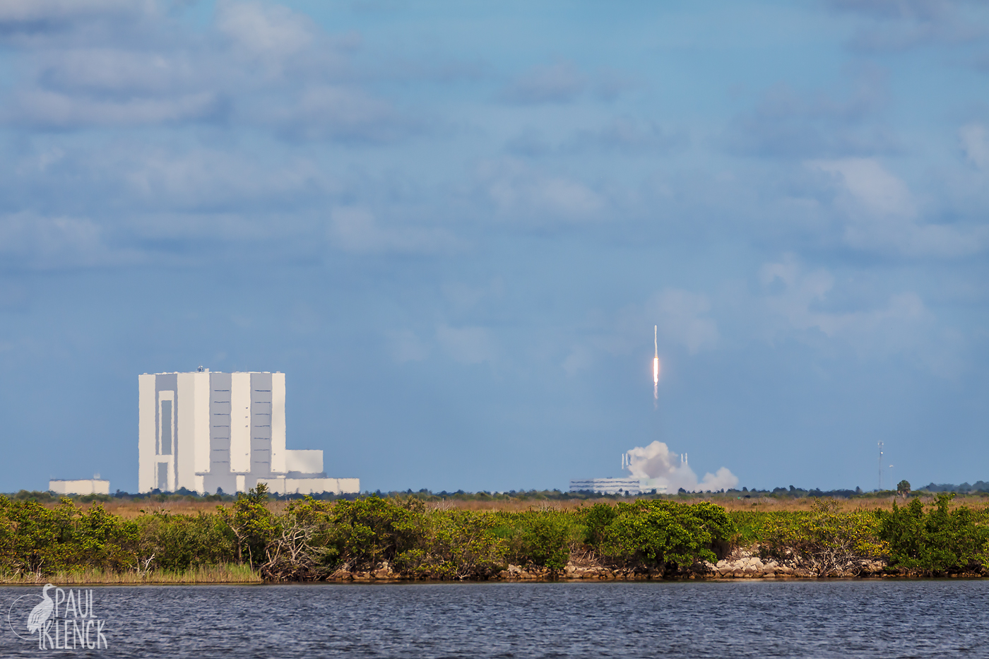 Vehicle Assembly Building and Space X launch