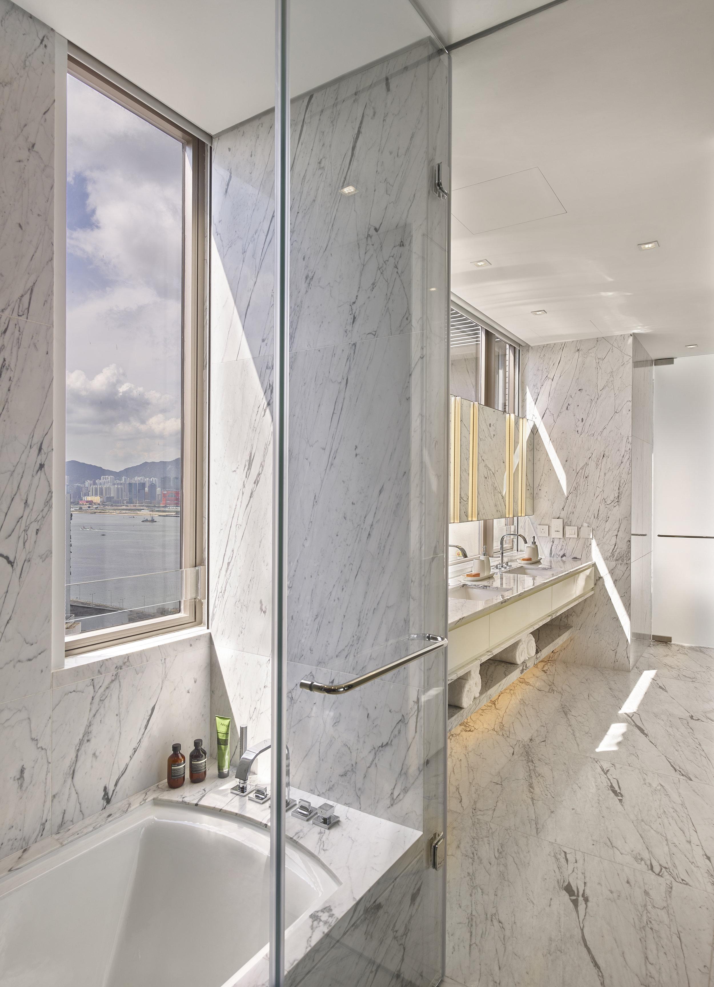 Penthouse A Bathroom.jpg