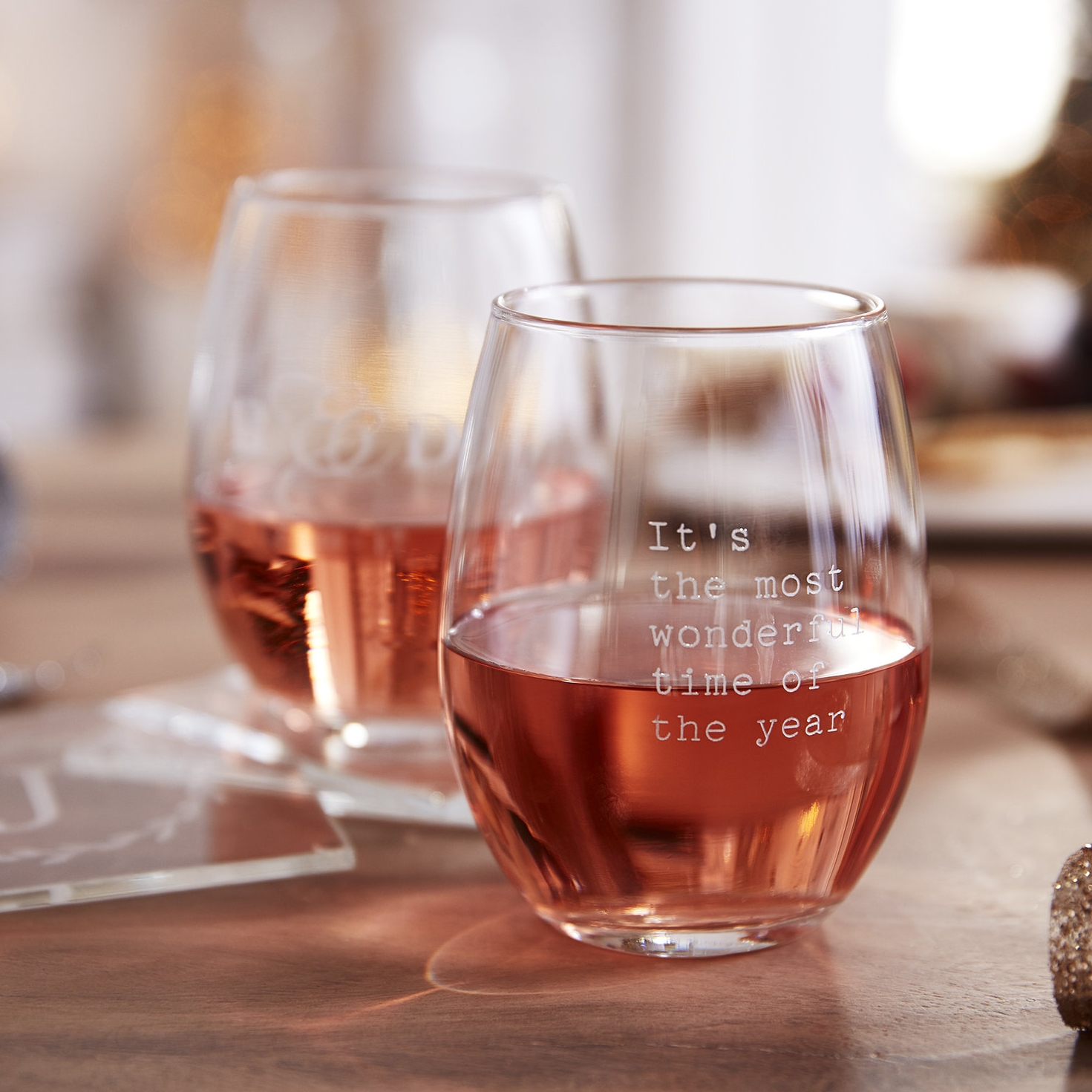 17_Q4_sfly_life_holiday_extra_page26_decantur_chamglass_winetote_03.jpg