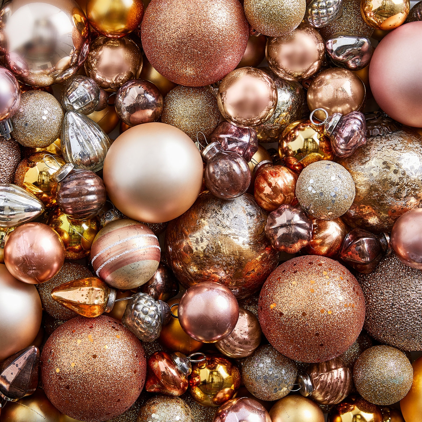 17_Q4_sfly_life_holiday_kop_copperballorn_background_a.jpg