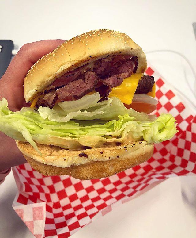 Utah does pastrami burgers and I approve. 🍔 ✅