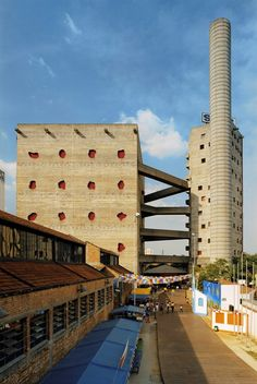 The SESC Pompéia in São Paulo (1982) is a leisure centre that was built on the site of a n old Drums factory. It consists of two five storey vertical buildings that are connected by a series of walkways.