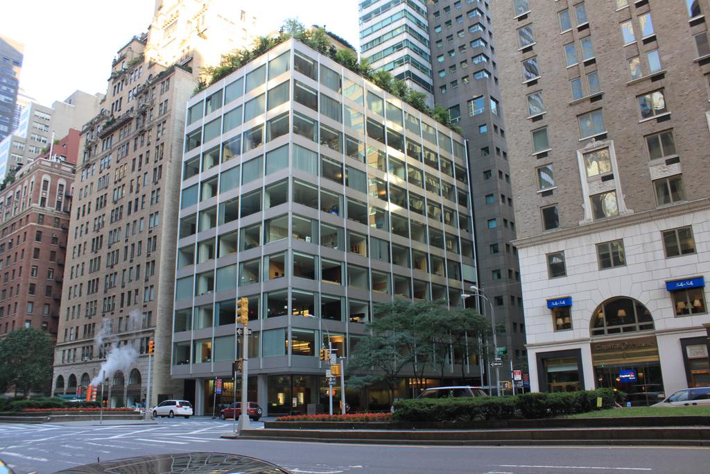 Pepsi-Cola Building Headquarters, Park Avenue, New York, USA, built in 1960. Designed by Partner Gordon Bundshaft and Natalie de Blois.