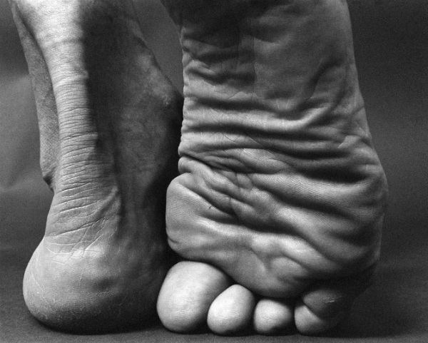 feet-black-and-white-toes-close-up.jpg