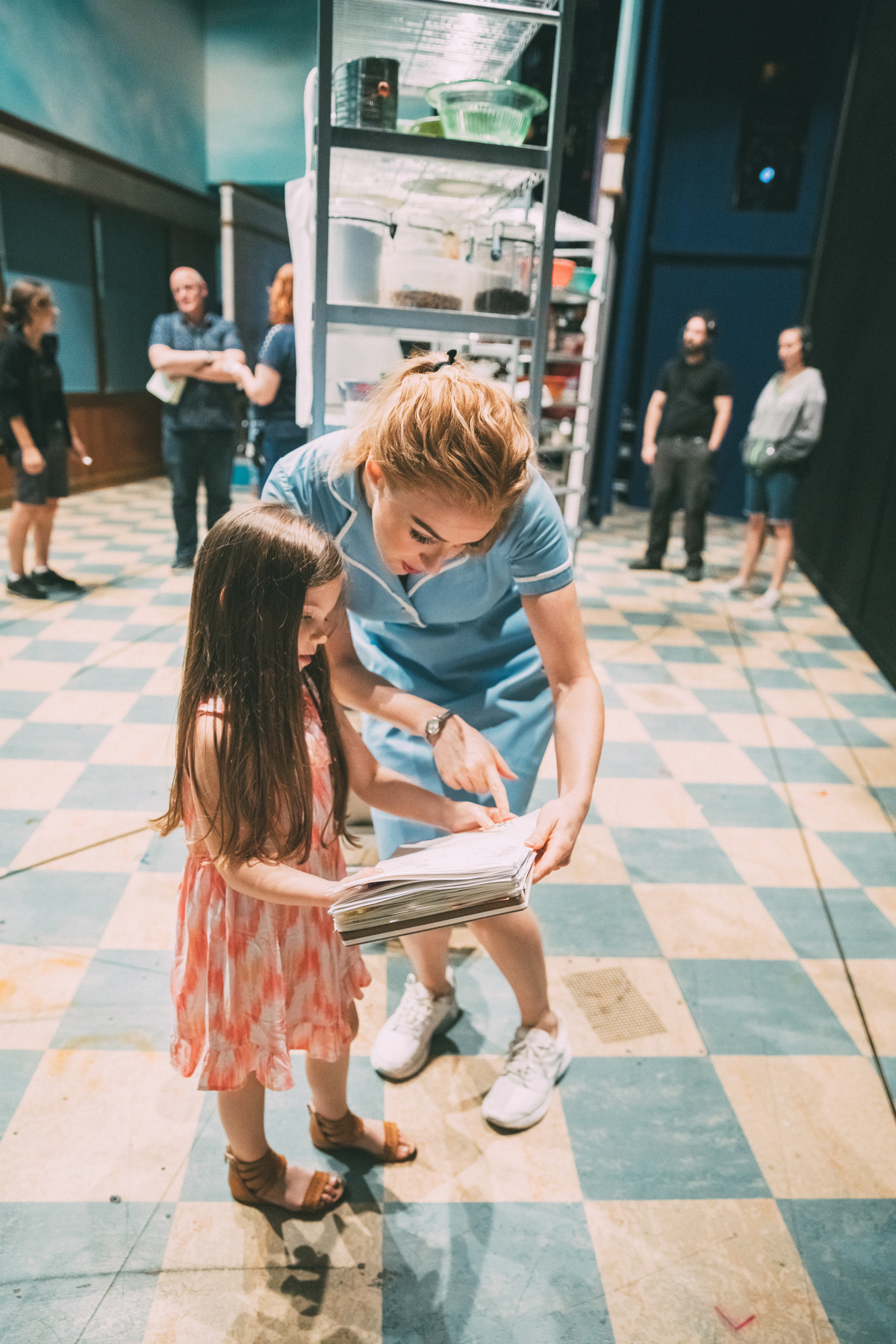 Betsy shares some story time with Waitress' Ella Dane Morgan before the show starts. © Broadway.com • Production photos by Caitlin McNaney