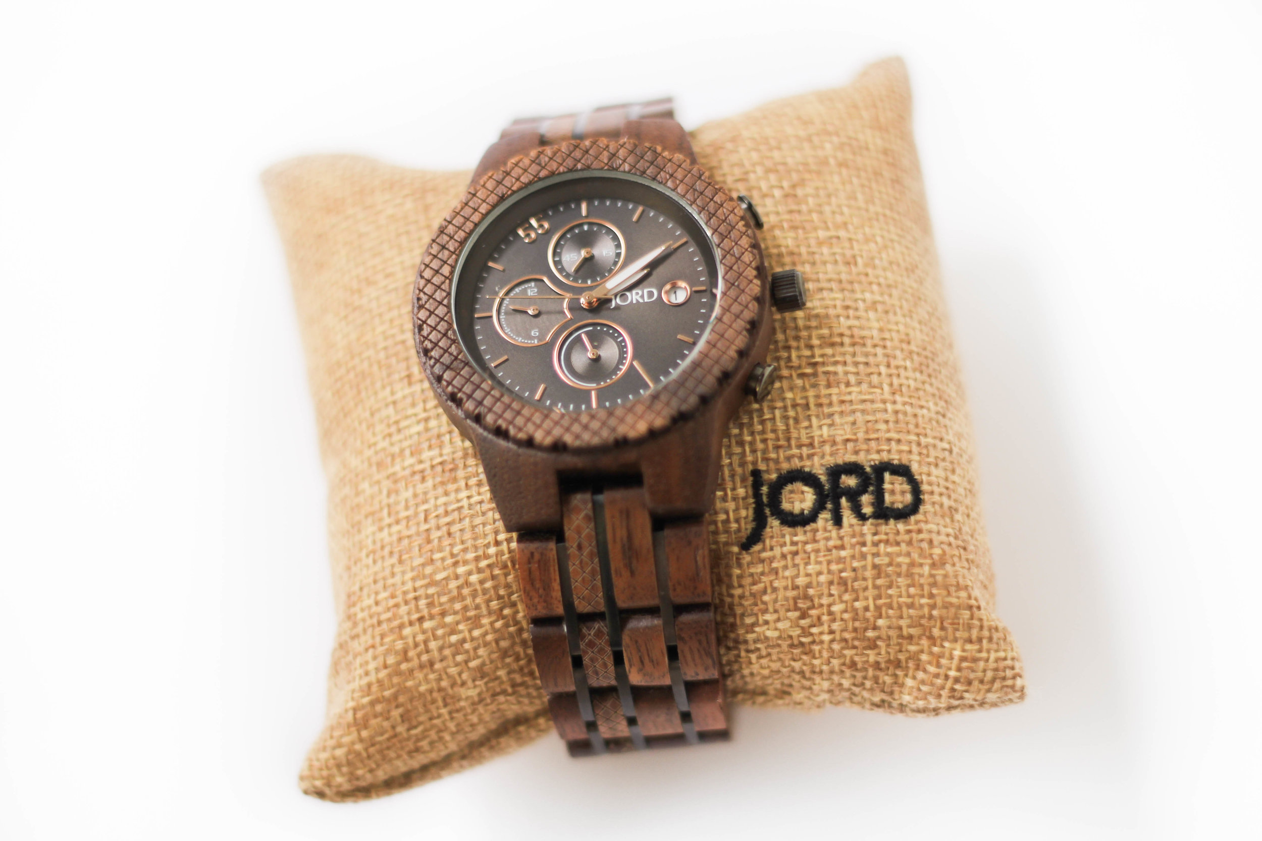 """<img src=""""(Conway Walnut & Black Series).jpg"""" alt=""""JORD (conway) Watch"""" gift guide for him and 25 percent off discount code=""""(Conway Walnut & Black Series)""""/>"""