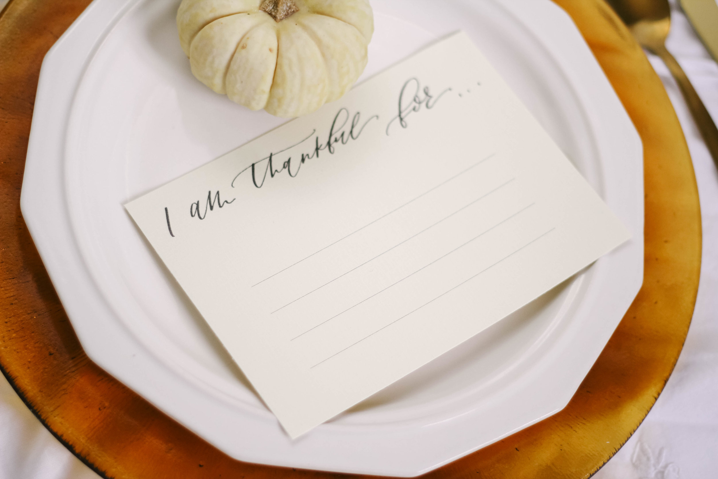 """""""I am thankful for"""" Printable Place Cards - Click here to print and dress up your thanksgiving table"""