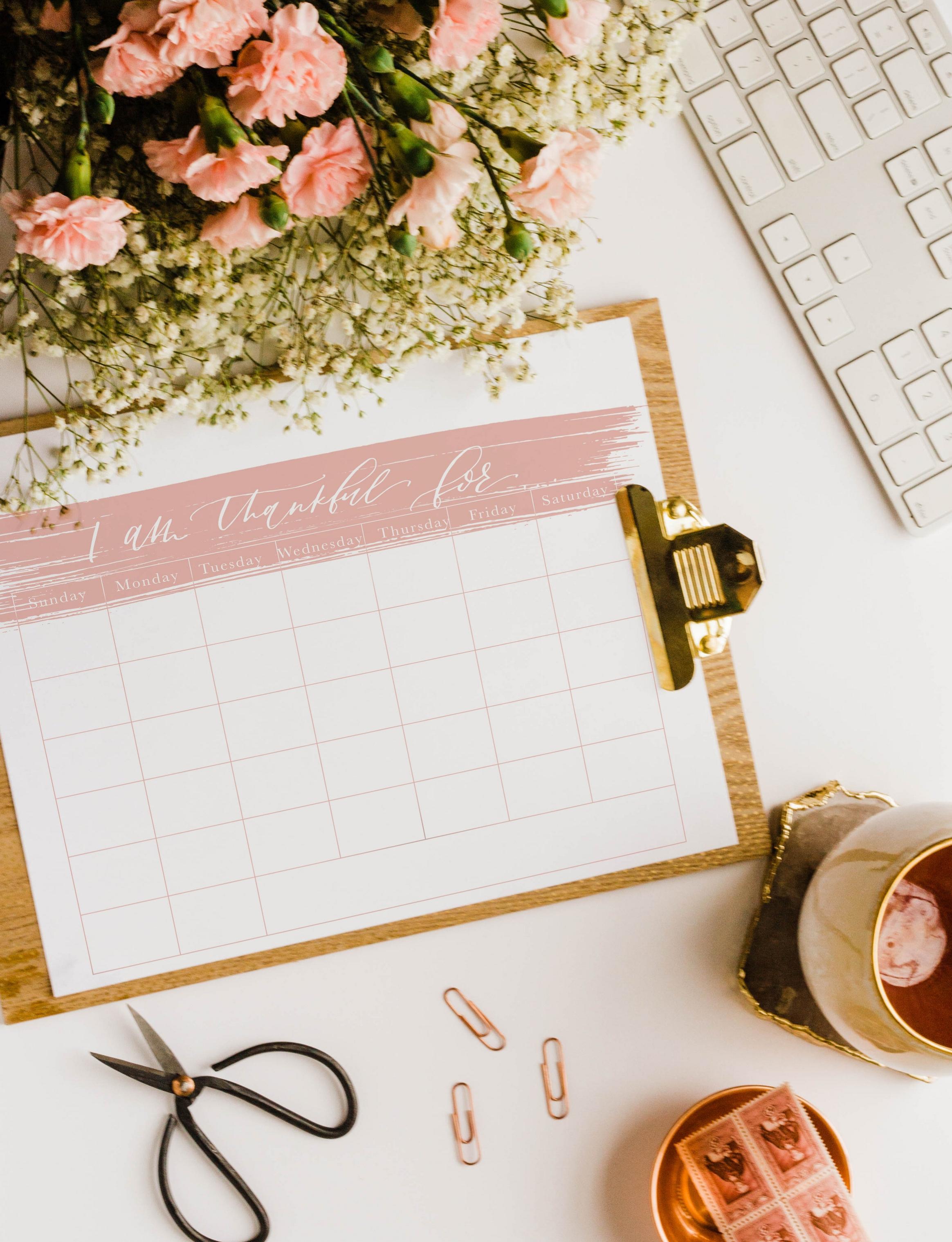 Thankful mockup.jpgFree Printable Thankfulness Tracker/ Calendar | Lauren Antoniaa Calligraphy and Design