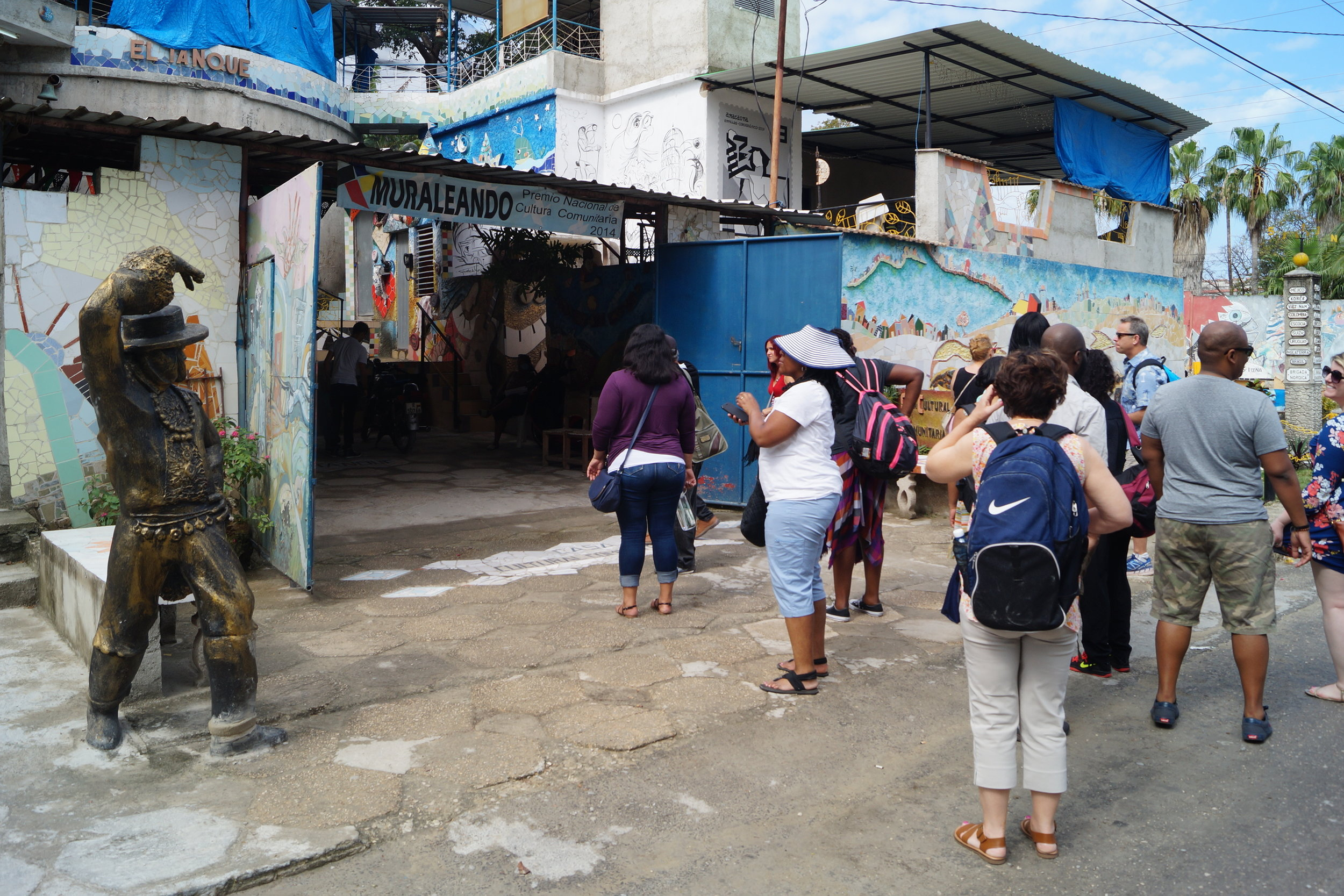 Muraleando: Community Art Project - Visit Muraleando, an community art center in Havana. Music, dance, sculpting, painting and other fine arts are all part of the project that inspire the lives of local residents.